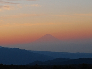 夜明けを待つ富士.jpg